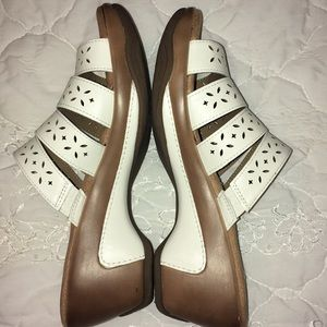 White Mountain Shoes - White Mt white heeled open toe slip on